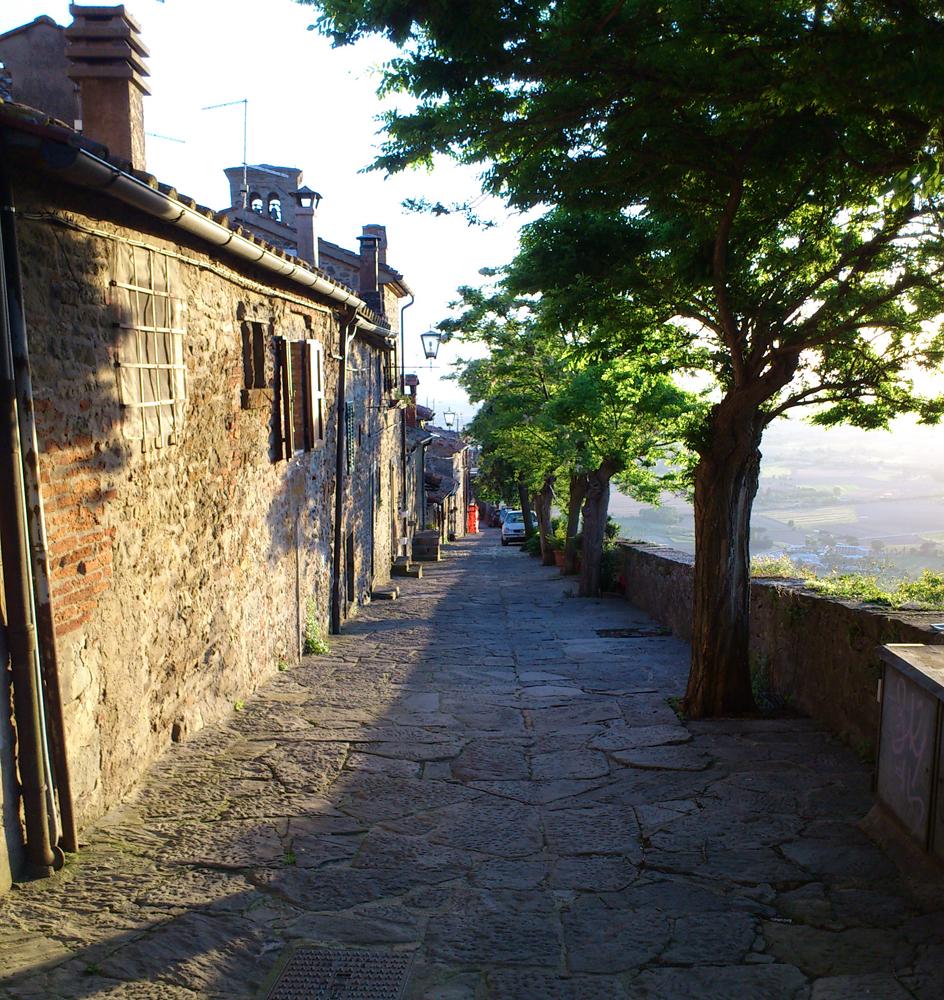 Cortona mit Blick in die Toskana