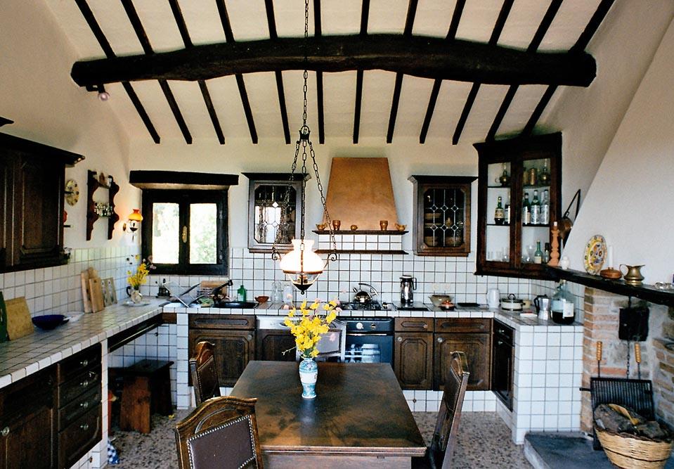 Großzügige, voll ausgestattete Küche mit Geschirrspüler