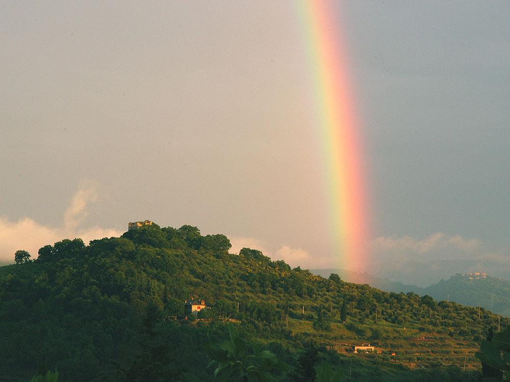 Blick vom Eingang - Regenbogen über Montecolognola (Wohnung Viola)