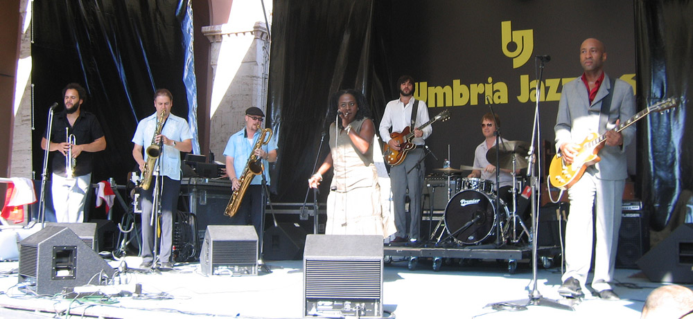 Umbria Jazz Festival Perugia - Sharon Jones and the Dap Kings © by Jollyroger (Federico Cantoni) via Wikimedia Commons