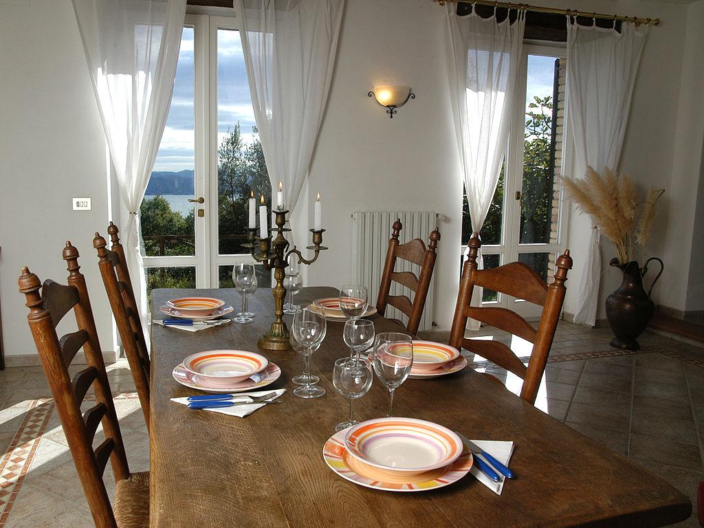 Wohnzimmer mit Seeblick (Wohnung Vera)