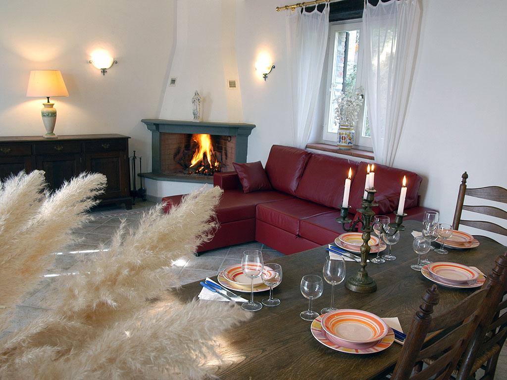 Wohnzimmer mit Kamin (Wohnung Vera)